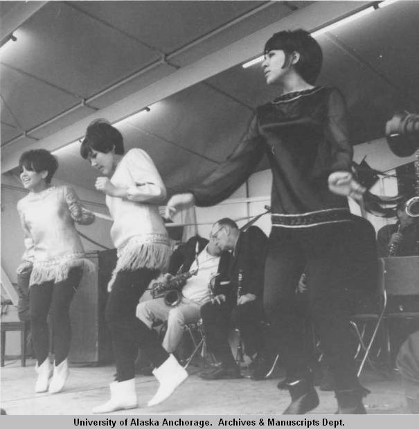 Entertainment_at_the_Governors_Picnic_1966